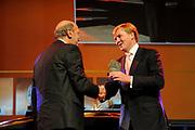 Uitreiking Heinekenprijzen 2008 in de Beurs van Berlage te Amsterdam waar Willem Alexander zes grote internationale prijzen uit op het gebied van wetenschap en kunst. De prijsuitreiking vindt plaats tijdens een bijzondere zitting van de Koninklijke Nederlandse Akademie van Wetenschappen (KNAW). De Prins houdt op deze bijeenkomst een toespraak waar de magie van de wetenschap centraal staat; het thema dat de KNAW ter gelegenheid van haar tweehonderjarig bestaan gekozen heeft. ///<br /> <br /> Heineken award celebration 2008 in the Beurs van Berlage in Amsterdam where Willem Alexander six large international prices in the field of science and art. This takes place during a particular meeting of the royal Dutch Akademie of sciences (KNAW). The prince keeps on this meeting a speech where the magic of science central state; the topic which the KNAW have chosen existence on the occasion of its twohunderd year celebration.<br /> <br /> Op de foto: De Amerikaanse wetenschapper Jonathan Israel (1946) ontvangt de Dr A.H. Heinekenprijs voor de Historische Wetenschap 2008 voor zijn wezenlijk nieuwe kijk op de geschiedenis van de Verlichting. Israel is verbonden aan de School of Historical Studies, Institute for Advanced Study, Princeton, New Jersey, Verenigde Staten.