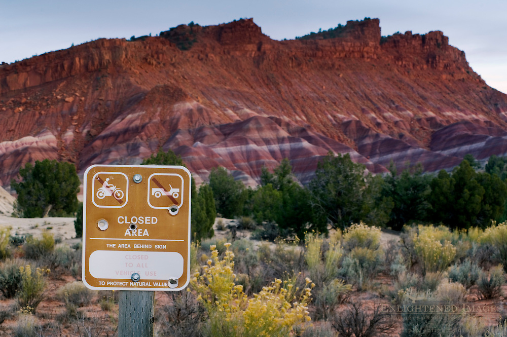 Sign showing no entry border for motorized vehicles, Grand Staircase Escalante National Monument, Utah