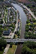 Nederland, Zuid-Holland, Groene Hart, 12-05-2009; Polder Zevenhoven: vliegende vogels boven een weiland waar recent mest in is geinjecteerd, ook foerageren en rusten de vogels (ganzen, eenden).Swart collectie, luchtfoto (toeslag); Swart Collection, aerial photo (additional fee required).foto Siebe Swart / photo Siebe Swart