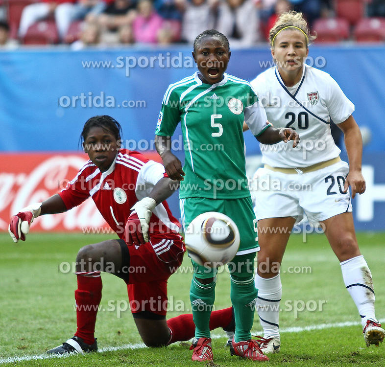 25.07.2010,  Augsburg, GER, FIFA U20 Womens Worldcup, , Viertelfinale, USA vs Nigeria,  im Bild Alaba JONATHAN (Nigeria #1) Cecilia NKU (Nigeria #5) und Amber BROOKS (USA #20)  , EXPA Pictures © 2010, PhotoCredit: EXPA/ nph/ . Straubmeier+++++ ATTENTION - OUT OF GER +++++ / SPORTIDA PHOTO AGENCY