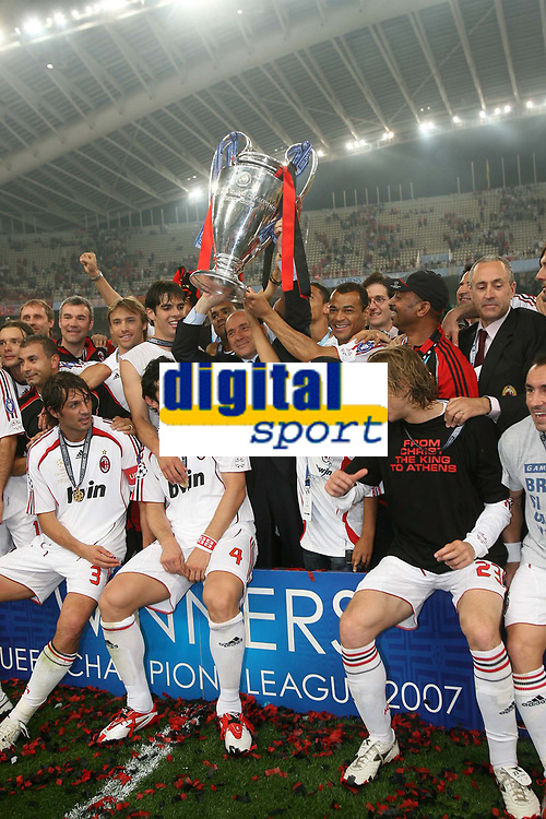 Fotball<br /> Foto: Inside/Digitalsport<br /> NORWAY ONLY<br /> <br /> Milan celebrating the victory<br /> <br /> AC Milan V Liverpool 23/05/07 <br /> The UEFA Champions League Final <br /> at the Olympic Stadium in Athens