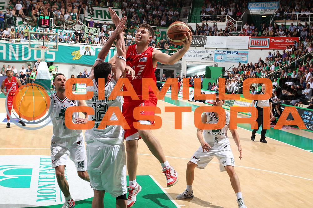 DESCRIZIONE : Siena Lega A 2011-12 Montepaschi Siena EA7 Emporio Armani Milano Finale scudetto gara 1<br /> GIOCATORE : Stefano Mancinelli<br /> CATEGORIA : tiro<br /> SQUADRA : EA7 Emporio Armani Milano<br /> EVENTO : Campionato Lega A 2011-2012 Finale scudetto gara 1<br /> GARA : Montepaschi Siena EA7 Emporio Armani Milano<br /> DATA : 09/06/2012<br /> SPORT : Pallacanestro <br /> AUTORE : Agenzia Ciamillo-Castoria/Elio Castoria<br /> Galleria : Lega Basket A 2011-2012  <br /> Fotonotizia : Siena Lega A 2011-12 Montepaschi Siena EA7 Emporio Armani Milano Finale scudetto gara 1<br /> Predefinita :