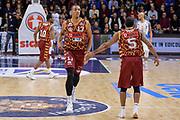 DESCRIZIONE : Campionato 2015/16 Serie A Beko Dinamo Banco di Sardegna Sassari - Umana Reyer Venezia<br /> GIOCATORE : Josh Owens Phil Goss<br /> CATEGORIA : Fair Play<br /> SQUADRA : Umana Reyer Venezia<br /> EVENTO : LegaBasket Serie A Beko 2015/2016<br /> GARA : Dinamo Banco di Sardegna Sassari - Umana Reyer Venezia<br /> DATA : 01/11/2015<br /> SPORT : Pallacanestro <br /> AUTORE : Agenzia Ciamillo-Castoria/L.Canu