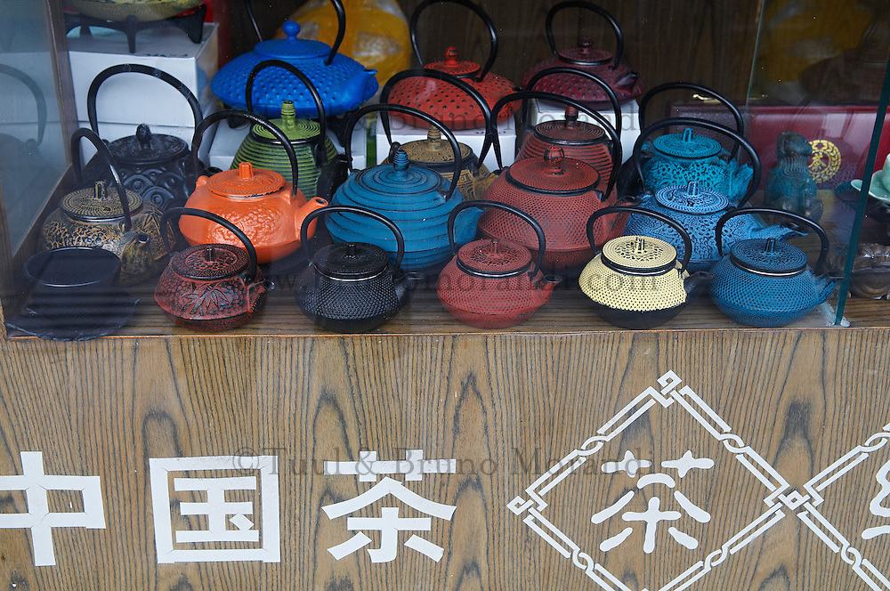 Chine, Shanghai, Nanshi l'ancienne ville chinoise. Boutique de the. // China, Shanghai, Nanshi the old chinese city, tea shop.
