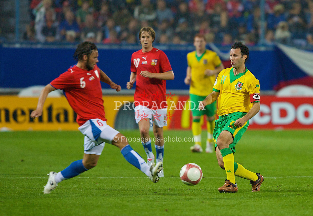 TEPLICE, CZECH REPUBLIC - SATURDAY, SEPTEMBER 2nd , 2006: Wales' Ryan Giggs and Czech Republic's Radoslav Kovac during the opening UEFA Euro 2008 Group D qualifying match at the Na Stinadlech Stadium. (Pic by David Rawcliffe/Propaganda)
