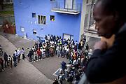 Momento assembleare presso le palazzine occupate dell'Ex-Moi in via Giordano Bruno. Torino, 19-04-'13.