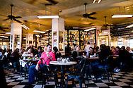 New York. Lower east side. Shillers's the new bistro of Keith Mc Nally in Lower east side 131 Rivington Street. New York - United states  /  Schiller's, le dernier bistrot de Keith Mc Nally, propriétaire des mythiques Balthazar et Pastis, s'inspirant des anciennes cantines de bouchers des Halles, en plein cœur de Lower East Side le nouveau quartier branché. 131 Rivington Street.