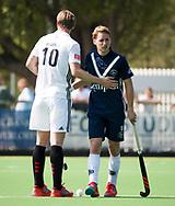 AMSTELVEEN -  Hockey Hoofdklasse heren Pinoke-Amsterdam (3-6).  Dennis Warmerdam (Pinoke) , die  vanwege kanker en een tumor in zijn arm, zijn hockeycarrière moet beëindigen ,met Mirco Pruyser (A'dam)   .  COPYRIGHT KOEN SUYK