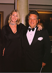 Model LISA HOGAN and BARON STEPHEN BENTINCK, at a dinner in London on 19th May 1998.MHS 34