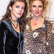 NLD/Amsterdam/20170320 - Onegin – Het Nationale Ballet premiere, Jessica Durlacher en dochter