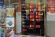 21.08.2018 - RIO DE JANEIRO, RJ - Dolar chega a 4,10 para venda em uma casa de cambio localizada na Av. Rio Branco no centro do Rio de Janeiro, na tarde desta terca-feira (21/08). Em algumas casas de cambio o dolar esta a 4,07. ( Foto: Adriano Ishibashi / FramePhoto )