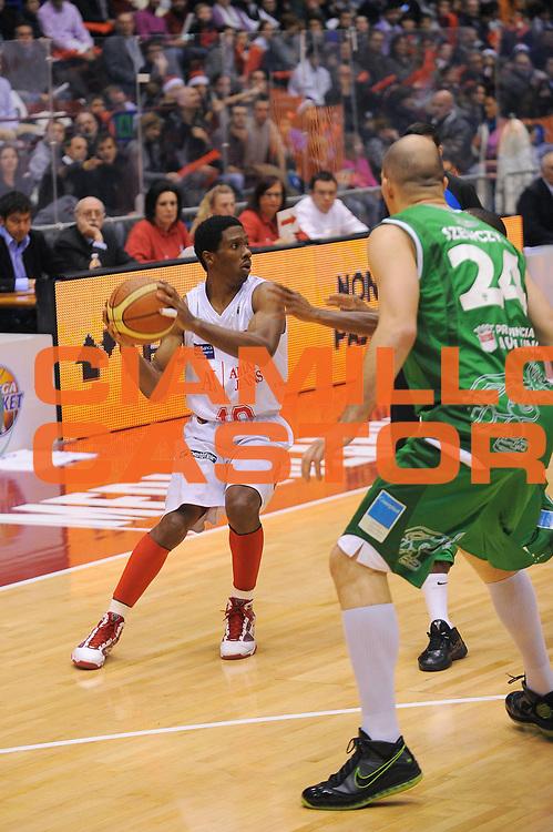 DESCRIZIONE : Milano Lega A 2010-11 Armani Jeans Milano Air Avellino<br />GIOCATORE : Morris Finley<br /> SQUADRA : Armani Jeans Milano<br />EVENTO : Campionato Lega A 2010-2011<br />GARA : Armani Jeans Milano Air Avellino<br />DATA : 13/12/2010<br />CATEGORIA : Palleggio<br />SPORT : Pallacanestro<br />AUTORE : Agenzia Ciamillo-Castoria/A.Dealberto<br />Galleria : Lega Basket A 2010-2011<br />Fotonotizia : Milano Lega A 2010-11Armani Jeans Milano Air Avellino<br />Predefinita :