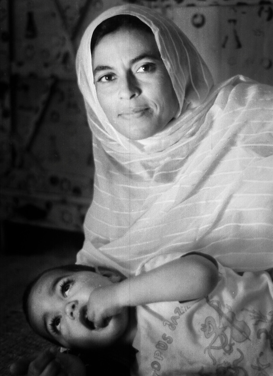 A woman with her son at Smara refugee camp. 1994.