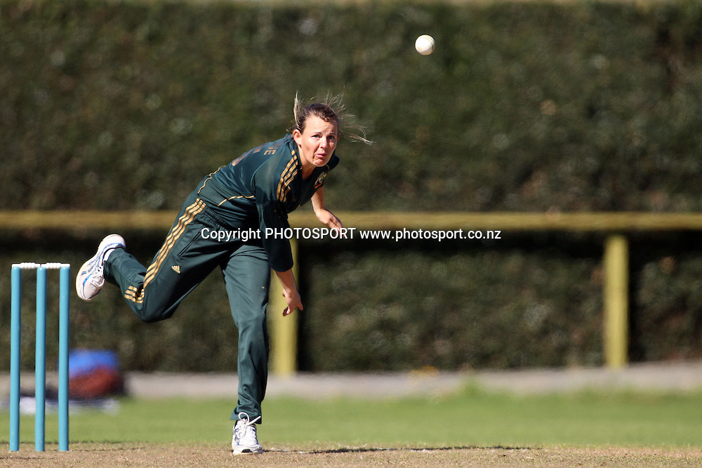 Erin Osborne bowling, New Zealand White Ferns v Australia, Rosebowl cricket series, One day international, Queens Park, Invercargill. 6 March 2010. Photo: William Booth/PHOTOSPORT