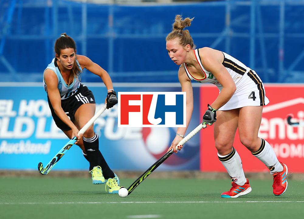 New Zealand, Auckland - 24/11/17  <br /> Sentinel Homes Women&rsquo;s Hockey World League Final<br /> Harbour Hockey Stadium<br /> Copyrigth: Worldsportpics, Rodrigo Jaramillo<br /> Match ID: 10307 - ARG-GER<br /> Photo: (4) LORENZ Nike against (5) ALONSO Agostina
