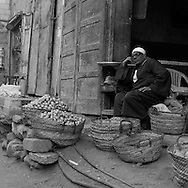 Egypt. Cairo : street sharia   al Mu'izz Li Din Allah north part street life and market , near Bab al Futuh gate  Cairo - Egypt / rue -sharia   al Mu'izz Li Din Allah partie nord, pres de la  porte de Bab al Futuh, marche scenes de rue  Le Caire - Egypt