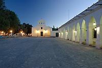 CACHI, IGLESIA SAN JOSE Y MUSEO ARQUEOLOGICO PIO PABLO DIAZ AL ANOCHECER, VALLES CALCHAQUIES, PROV. DE SALTA, ARGENTINA