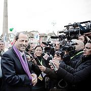 ROMA. L'ONOREVOLE ANTONIO DI PIETRO SEGUITO DALLE TELECAMERE NEL CORSO DELLA MANIFESTAZIONE CONTRO IL DECRETO SALVA LISTE DEL GOVERNO BERLUSCONI PER LE ELEZIONI REGIONALI 2010