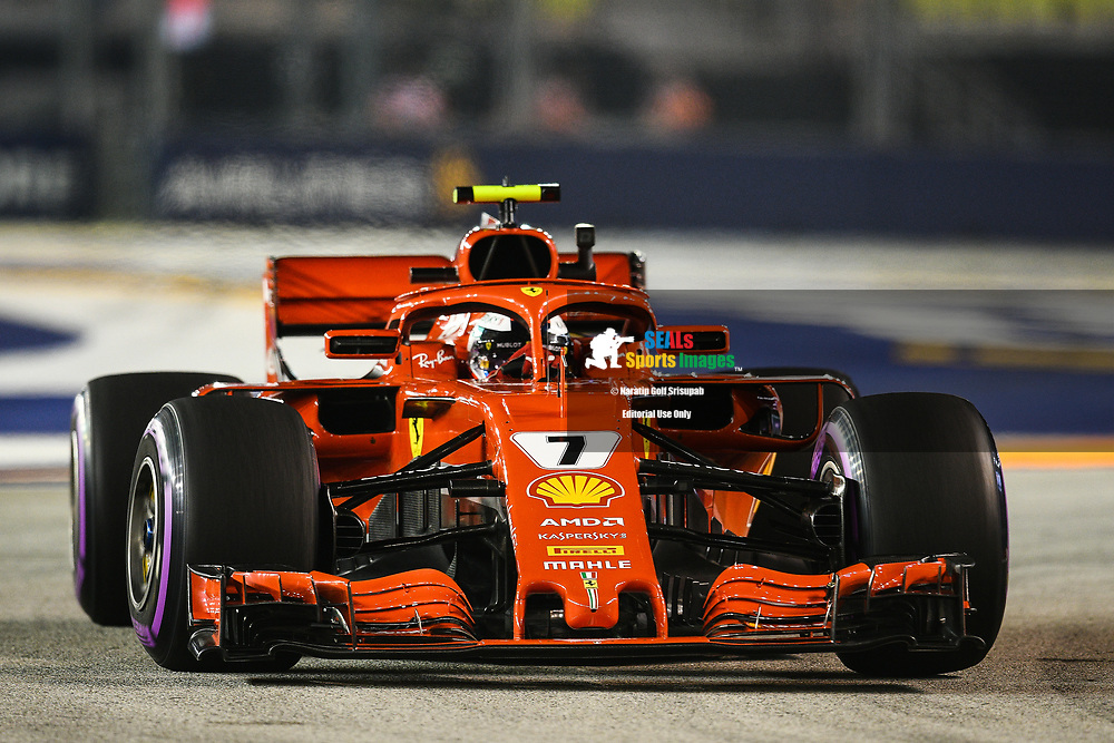 SINGAPORE - SEPTEMBER 14: Kimi Räikkönen (7) of Scuderia Ferrari during P2 at the F1 Singapore Grand Prix 2018, Marina Bay Street Circuit, Singapore on September 14, 2018. <br /> .<br /> .<br /> .<br /> (Photo by: Naratip Golf Srisupab/SEALs Sports Images)<br /> .<br /> Any image use must include a mandatory credit line adjacent to the content which should read: Naratip Golf Srisupab/SEALs Sports Images
