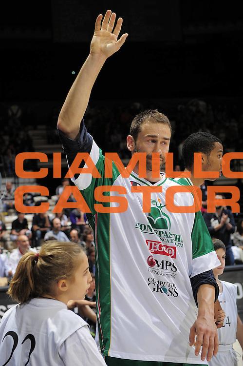 DESCRIZIONE : Bologna Lega A 2010-11 Canadian Solar Virtus Bologna Montepaschi Siena<br />GIOCATORE : Marko Jaric<br />SQUADRA : Canadian Solar Virtus Bologna Montepaschi Siena<br />EVENTO : Campionato Lega A 2010-2011<br />GARA : Canadian Solar Virtus Bologna Montepaschi Siena<br />DATA : 23/04/2011<br />CATEGORIA : ritratto<br />SPORT : Pallacanestro<br />AUTORE : Agenzia Ciamillo-Castoria/G.Livaldi<br />Galleria : Lega Basket A 2010-2011<br />Fotonotizia : Bologna Lega A 2010-11 Canadian Solar Virtus Bologna Montepaschi Siena<br />Predefinita :
