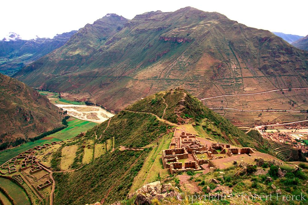 PERU, URUBAMBA VALLEY Pisac; Inca ruin Intihuatana Temple