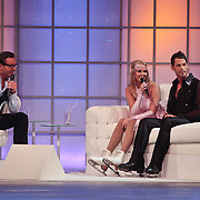 NLD/Hilversum/20110311 - Sterren Dansen op het IJs show 7, Monique Smit en Joel Geleynse op de bank bij Gerard Joling