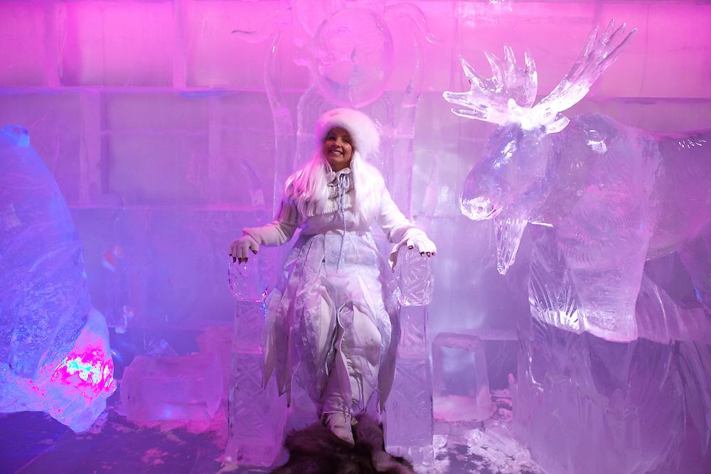 Finnland - Lappland - ROVIANEMI; SANTA PARK - Polarkreis; Big Business mit Santa Claus; HIER: die Eisprinzessin in der Weihnachtserlebniswelt; 09.07.2010; copyright > Christian Jungeblodt