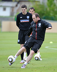 19.05.2010, Arena, Irdning, AUT, FIFA Worldcup Vorbereitung, Training England, im Bild Wayne Rooney bei einer Schussübung, EXPA Pictures © 2010, PhotoCredit: EXPA/ S. Zangrando / SPORTIDA PHOTO AGENCY