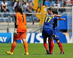 01.08.2010, , Bielefeld, GER, FIFA U-20 Frauen Worldcup, Kolumbien vs Korea, im Bild Daniela MONTOYA (Liga Antioquena COL #6) muss Carolina ARIAS (Vallecaucana COL #17) nach der Niederlage gegen Korea troesten, daneben Paula FORERO (Liga Bogota COL #1), EXPA Pictures © 2010, PhotoCredit: EXPA/ nph/  Roth+++++ ATTENTION - OUT OF GER +++++ / SPORTIDA PHOTO AGENCY