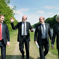 Nederland, Almen , 26 april 2011..De heren Richard Heerink, algemeen directeur van AB Oost (2e rechts) en Jan Doosje financieel directeur AB Oost. (rechts).Foto:Jean-Pierre Jans