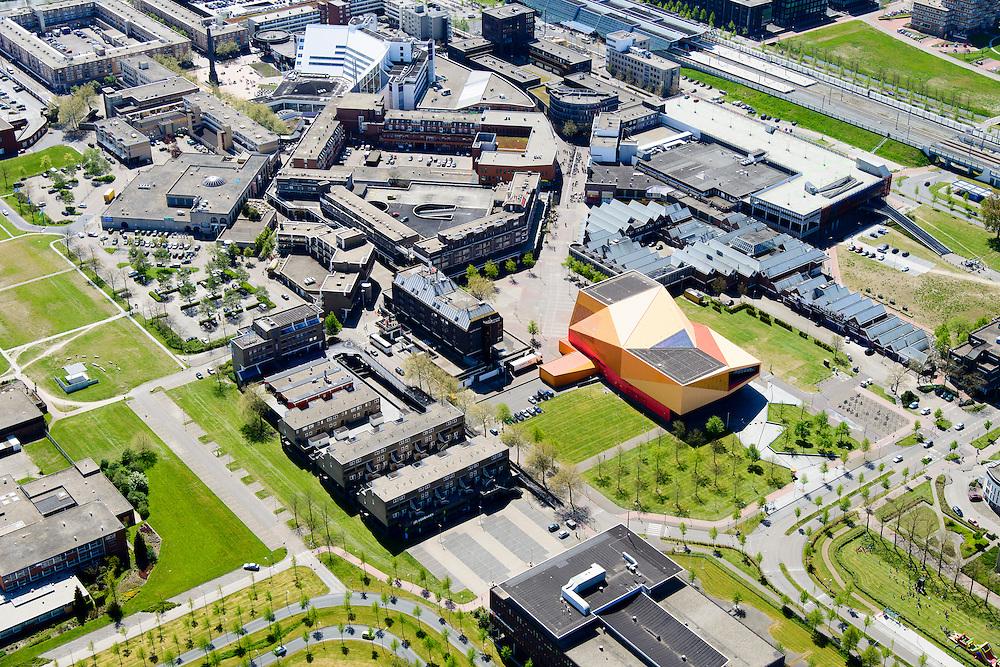 Nederland, Flevoland, Lelystad, 08-09-2009. Centrum Lelystad,  Agoratheater congrescentrum, in de achtergrond Stadhuisplein met Stadhuis en Zuil van Lely (standbeeld Cornelis Lely op kolom). <br /> Lelystad city centre with Agora theater.<br /> luchtfoto (toeslag op standard tarieven);<br /> aerial photo (additional fee required);<br /> copyright foto/photo Siebe Swart