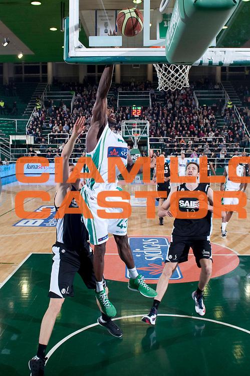 DESCRIZIONE : Avellino Lega A 2012-13 Sidigas Avellino SAIE3 Bologna<br /> GIOCATORE : Linton Johnson<br /> SQUADRA : Sidigas Avellino<br /> EVENTO : Campionato Lega A 2012-2013<br /> GARA : Sidigas Avellino SAIE3 Bologna<br /> DATA : 28/10/2012<br /> CATEGORIA : Tap-in<br /> SPORT : Pallacanestro<br /> AUTORE : Agenzia Ciamillo-Castoria/G.Buco<br /> Galleria : Lega Basket A 2012-2013<br /> Fotonotizia : Avellino Lega A 2012-13 Sidigas Avellino SAIE3 Bologna<br /> Predefinita :