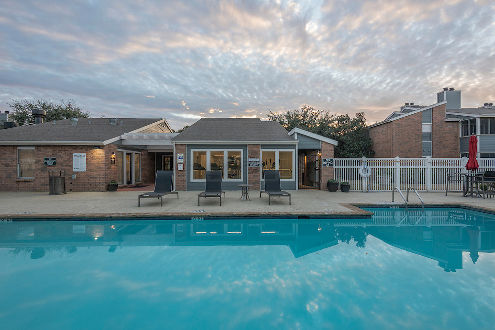 Photographs of the Copper Crossing Apartments in Benbrook, Texas, for Dayrise.