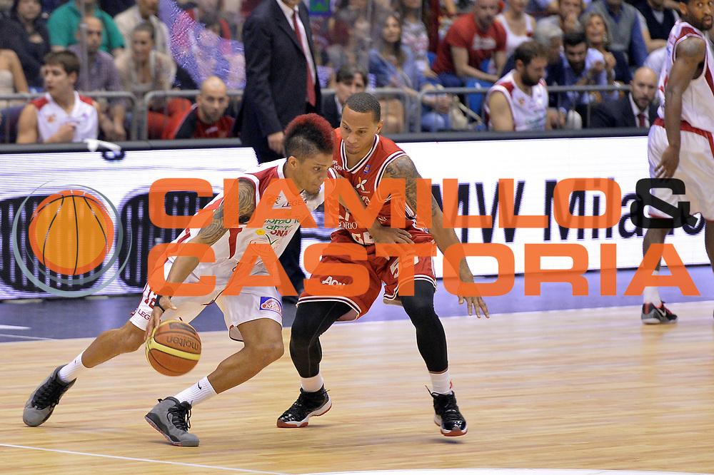 DESCRIZIONE : Campionato 2013/14 Quarti di Finale GARA 5 Olimpia EA7 Emporio Armani Milano - Giorgio Tesi Group Pistoia <br /> GIOCATORE : Washington Deron<br /> CATEGORIA : Palleggio <br /> SQUADRA : Giorgio Tesi Group Pistoia <br /> EVENTO : LegaBasket Serie A Beko Playoff 2013/2014 <br /> GARA : Olimpia EA7 Emporio Armani Milano - Giorgio Tesi Group Pistoia <br /> DATA : 27/05/2014 <br /> SPORT : Pallacanestro <br /> AUTORE : Agenzia Ciamillo-Castoria / I.Mancini <br /> Galleria : LegaBasket Serie A Beko Playoff 2013/2014 <br /> Fotonotizia : Campionato 2013/14 Quarti di Finale GARA 5 Olimpia EA7 Emporio Armani Milano - Giorgio Tesi Group Pistoia Predefinita :