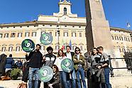 20190228 - Flash mob dei Radicali per legalizzazione della cannabis Discutere legge popolare