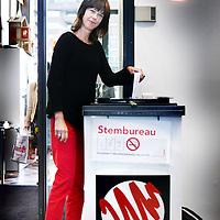 Nederland, Amsterdam , 12 september 2012..Gemeenteraadslid voor de SP Maureen van der Pligt bij de stembus in Watergraafsmeer..Foto:Jean-Pierre Jans