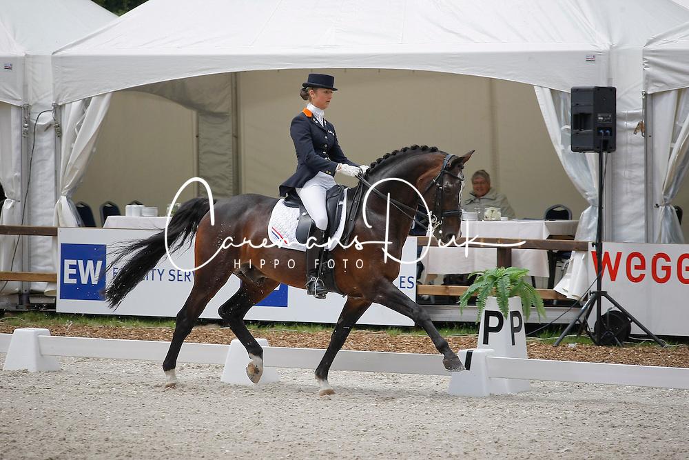 De Jongh Kimberley (NED) - Inspekteur      <br /> Nederlands kampioenschap dressuur - De Steeg 2009<br /> &copy; Hippo Foto-Leanjo De Koster