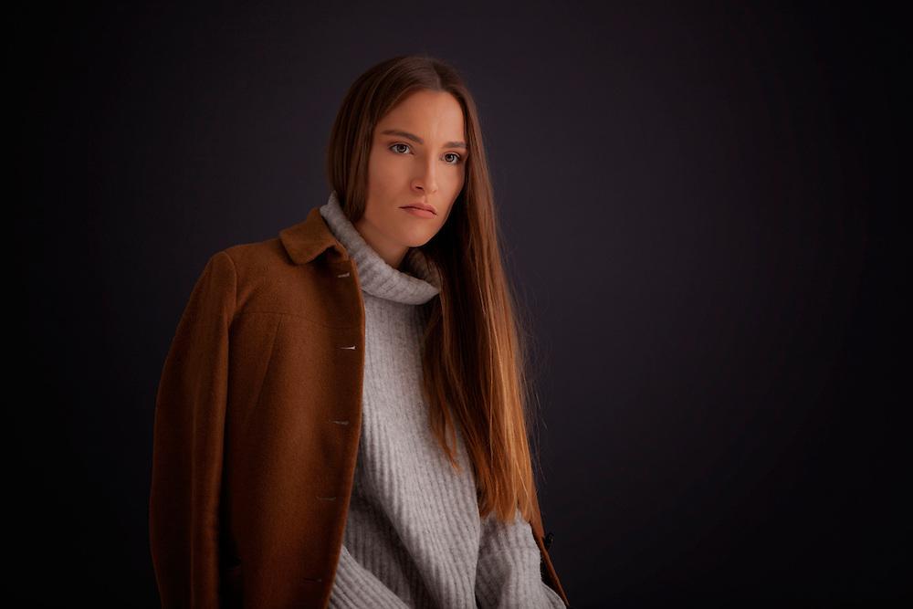 Aleksandra-Brown-by-fashion-photographer-munich-kpaou-kondodji