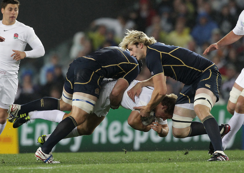 Scotland's Ally Strokosch and Richie Gray bring down England's Jonny Wilkinson during a Pool B match of the Rugby World Cup 2011, Eden Park, Auckland, New Zealand, Saturday, October 01, 2011.  Credit:SNPA / David Rowland