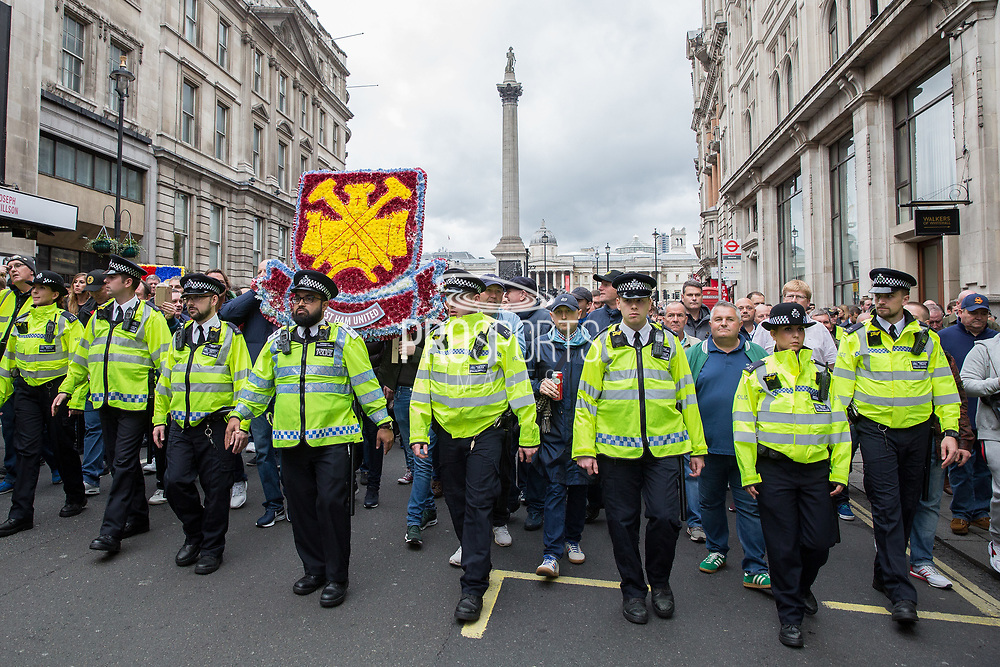 Police lead the march from Trafalgar Square during the Football Lads Alliance march between Park Lane and Westminster Bridge, London on 7 October 2017. Photo by Phil Duncan.