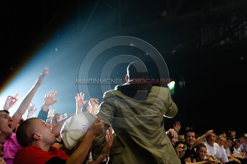GLASGOW, SCOTLAND, JULY 20, 2008: Che Smith, a.k.a. Rymefest, performs with Mark Ronson (not pictured) as the opening act in advance of Jay-Z inside the SECC Arena in Glasgow, Scotland (Martin McNeil)