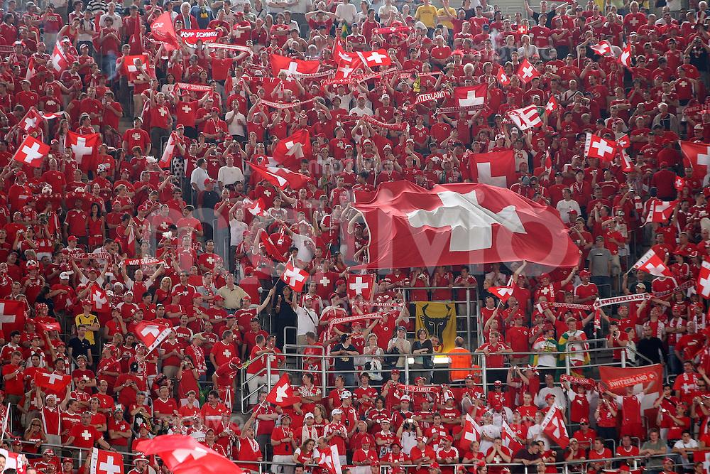 Fussball WM 2006  Gruppenspiel  Vorrunde   Togo - Schweiz Schweizer Fans dominieren das Publikum in Dortmund
