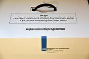 Nederland, Nijmegen, 11-10-2018 Doos met vaccinaties van het ministerie van volksgezondheid, vws, rivm  . De GGD gelderland zuid houdt een inentingscampagne voor jongeren tegen de meningokokkenbacterie en baarmoederhalskanker bij meisjes, jonge vrouwen. Foto: Flip Franssen