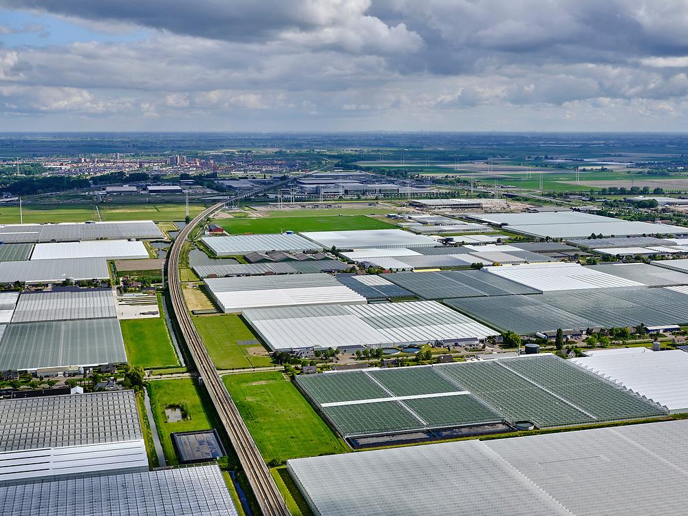 Nederland,Zuid-Holland, Bleiswijk; 14–05-2020; HSL-spoorlijn doorsnijdt het kassengebied van Bleiswijk, richting Zoetermeer.<br /> The HSL railway cuts through the greenhouse area of Bleiswijk, in the direction of Zoetermeer.<br /> <br /> luchtfoto (toeslag op standaard tarieven);<br /> aerial photo (additional fee required)<br /> copyright © 2020 foto/photo Siebe Swart