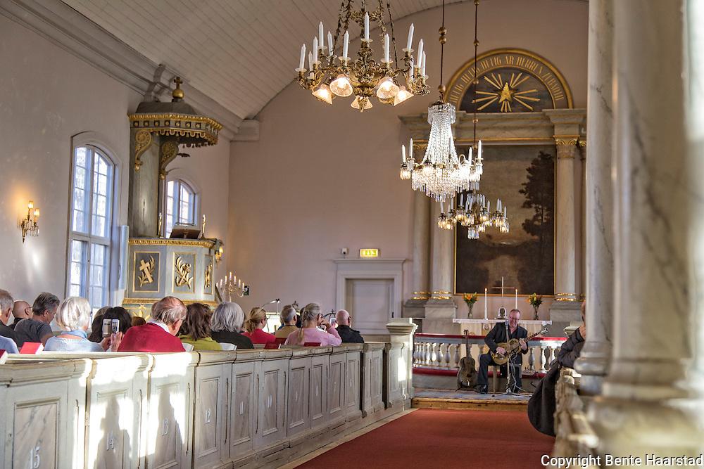 Det var konsert og ingen gudstjeneste i den Gamla kyrkan i Østersund, en søndag sist i oktober. Byen ble grunnlagt i 1786, og det ble satt opp et provisorisk gudstjenestelokale. I 1834 begynte man å bygge denne kikren. Byggearbeidet tok 12 år, og kirken ble vigslet på nyttårsdagen i 1846 av hovpredikant Olof Dillner, med cirka 500 personer tilstede. Allerede 10 år etter innvielsen, så begynte kirken å bli for liten. Östersunds gamla kyrka tilhører Svenska kyrkan og ligger centralt i Östersund och ungefär 800 meter norr om Stora kyrkan. Kyrkan tillhör Östersunds församling i Härnösands stift.
