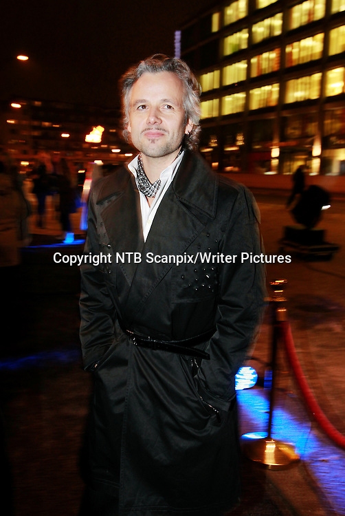 Oslo  20101215.<br /> Forfatter Ari Behn er p&Acirc; vei inn i Colosseum kino, for &Acirc; se filmen Kongen av Bast&macr;y onsdag.<br /> Foto: Erlend Aas / Scanpix<br /> <br /> NTB Scanpix/Writer Pictures<br /> <br /> WORLD RIGHTS, DIRECT SALES ONLY, NO AGENCY