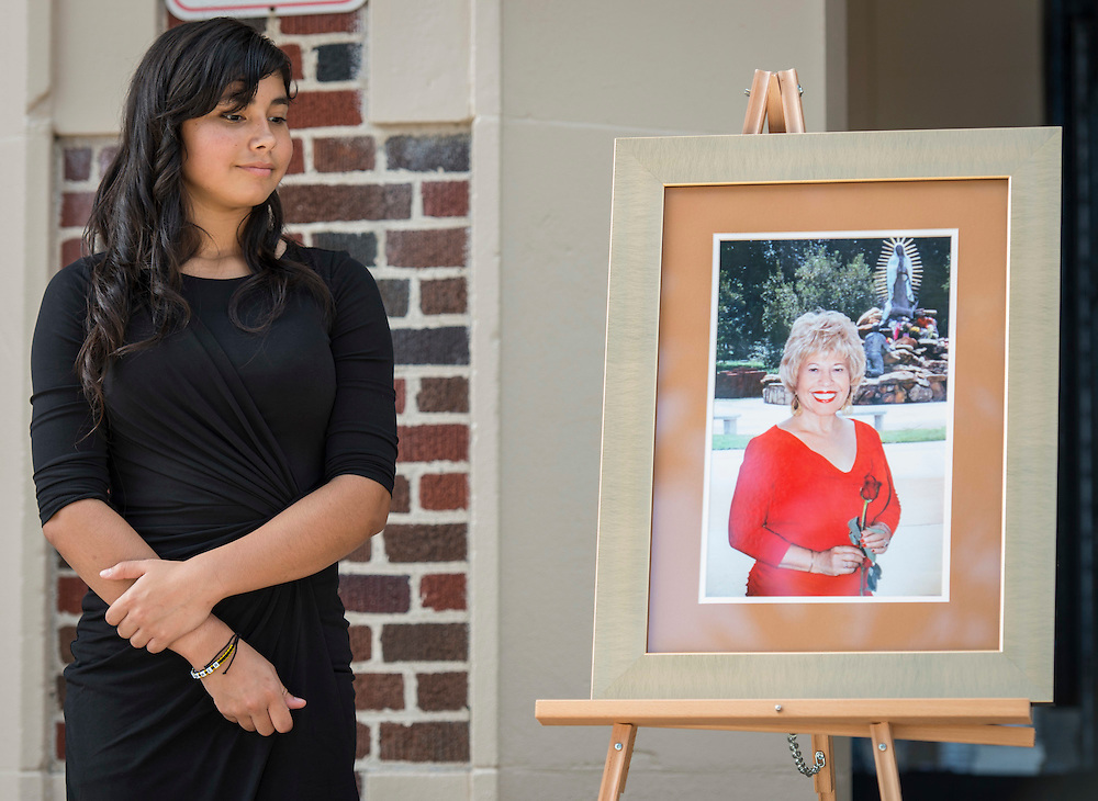 Mercedes Diaz Ramirez looks at a portrait of Yolanda Black Navarro during a ceremony to rename Jackson Middle School to Navarro Middle School in honor of Navarro, October 5, 2016.