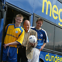 St Johnstone FC new sponsorship & strip...31.5.2004.<br />Brian Souter, Stagecoach Groups Chief Executive with two of the younger St Johnstone FC squad, Mark Baxter, left, and Stephen Fraser, right, at the official launch of the new club strip and sponsorship deal.<br /><br />Picture by John Lindsay .<br />COPYRIGHT: Perthshire Picture Agency.<br />Tel. 01738 623350 / 07775 852112.