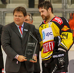 14.04.2015, Albert Schultz Eishalle, Wien, AUT, EBEL, UPC Vienna Capitals vs EC Red Bull Salzburg, Finale, 4.Spiel, EC Red Bull Salzburg ist Meister, im Bild Jonathan Ferland (UPC Vienna Capitals) // during the Erste Bank Icehockey League 4th final match between UPC Vienna Capitals and EC Red Bull Salzburg at the Albert Schultz Ice Arena in Vienna, Austria on 2015/04/14. EXPA Pictures © 2015, PhotoCredit: EXPA/ Alexander Forst