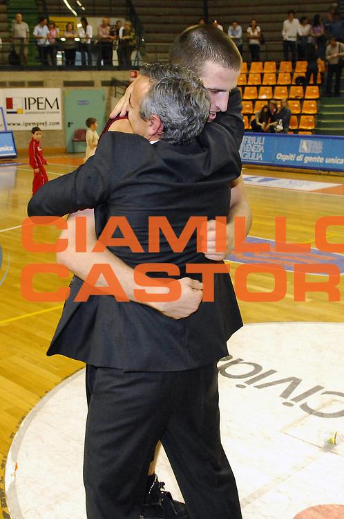 DESCRIZIONE : Udine Lega A 2008-09 Snaidero Udine Solsonica Rieti <br /> GIOCATORE : Lino Lardo Jiri Hubalek<br /> SQUADRA : Solsonica Rieti <br /> EVENTO : Campionato Lega A 2008-2009 <br /> GARA : Snaidero Udine Solsonica Rieti <br /> DATA : 10/05/2009 <br /> CATEGORIA : Esultanza <br /> SPORT : Pallacanestro <br /> AUTORE : Agenzia Ciamillo-Castoria/E.Grillotti